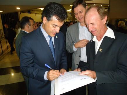 Fórum Florestal PR e SC entrega carta propositiva à Beto Richa