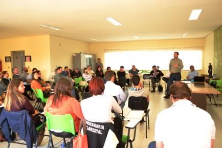 APA Botucatu discute plantio de árvores transgênicas