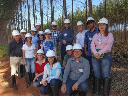 Diálogo Florestal realiza visita de campo à FuturaGene