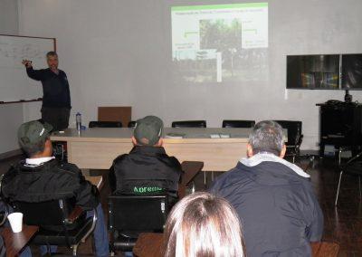 Apresentação da Embrapa sobre o desenvolvimento de técnicas de recuperação e sistemas agroflorestais - André Eduardo Biscaia de Lacerda – Embrapa. Foto: Edilaine Dick.